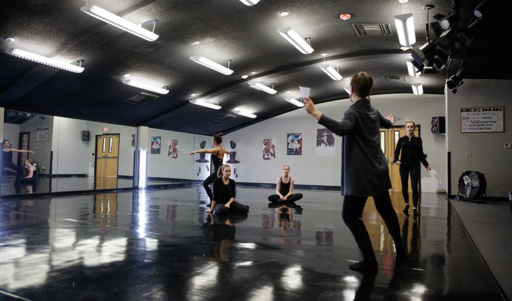 Arkansas Arts Academy. Dance class