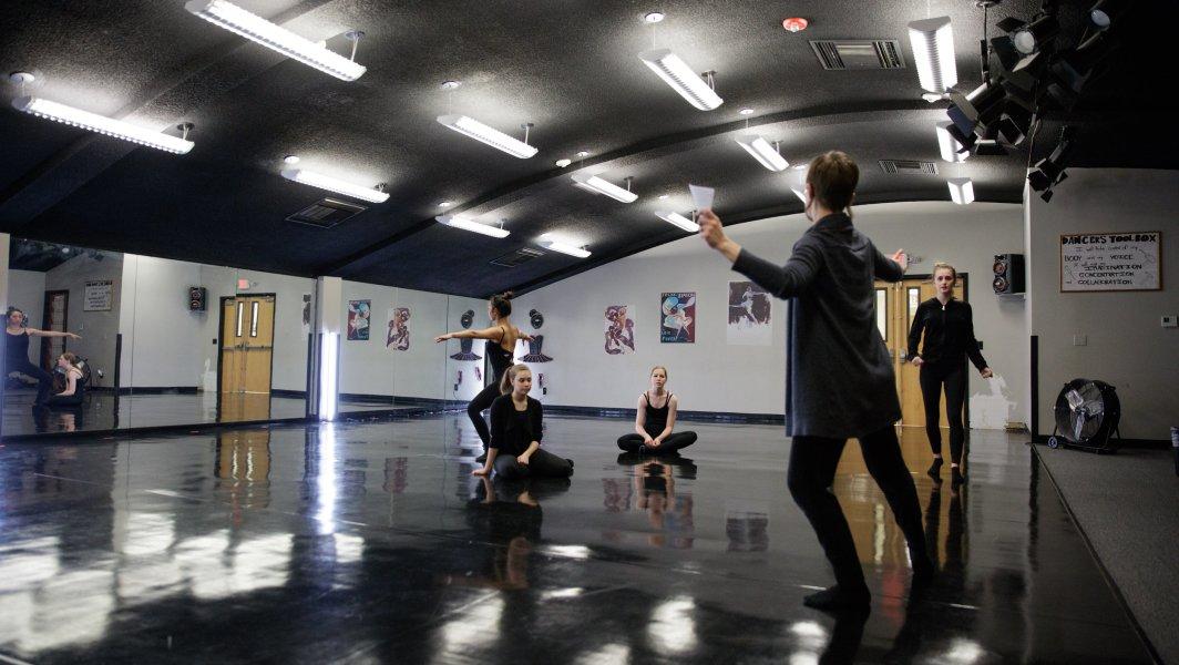 Arkansas Arts Academy. Dance class